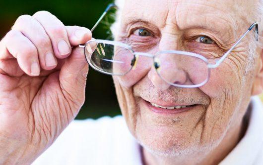 Soins des yeux pour les personnes âgées