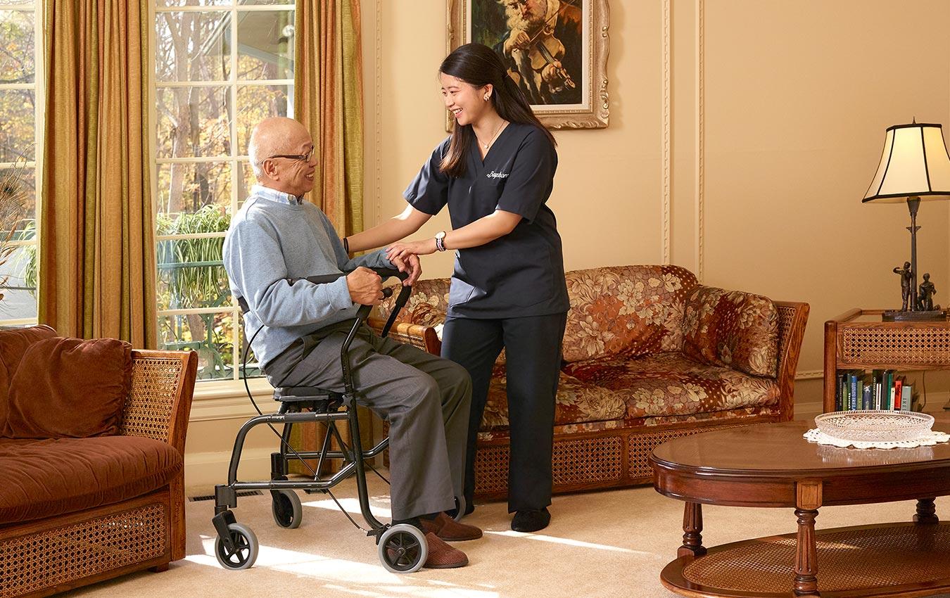 soignant aidant, homme âgé, dans, marcheur