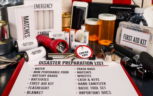 Garder les personnes âgées en sécurité pendant les catastrophes